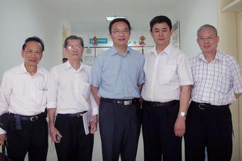 王院长与来访王钢会长(中)及肾病专家